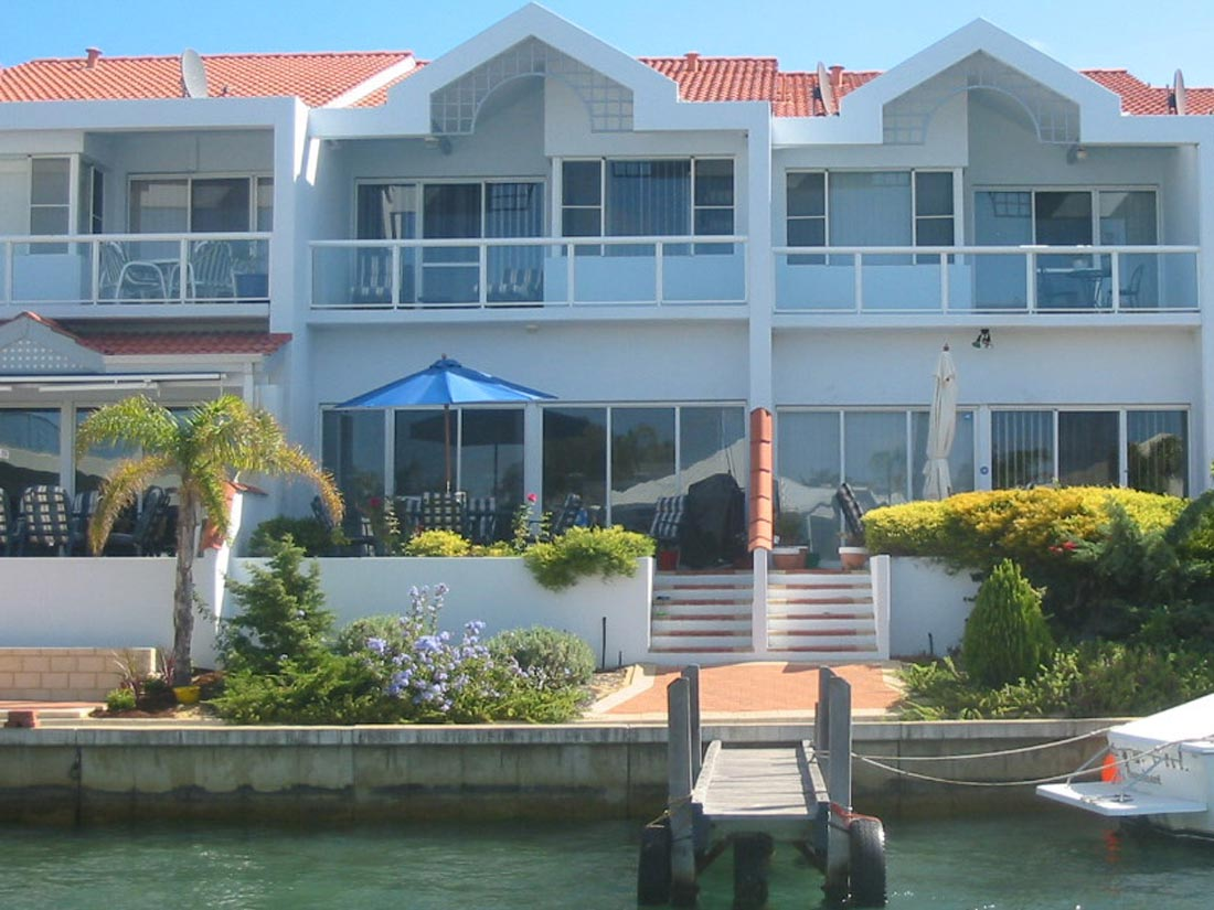 Port Sails Canal Villa, Mandurah accommodation - fish, drop a crab net or moor your boat from our jetty