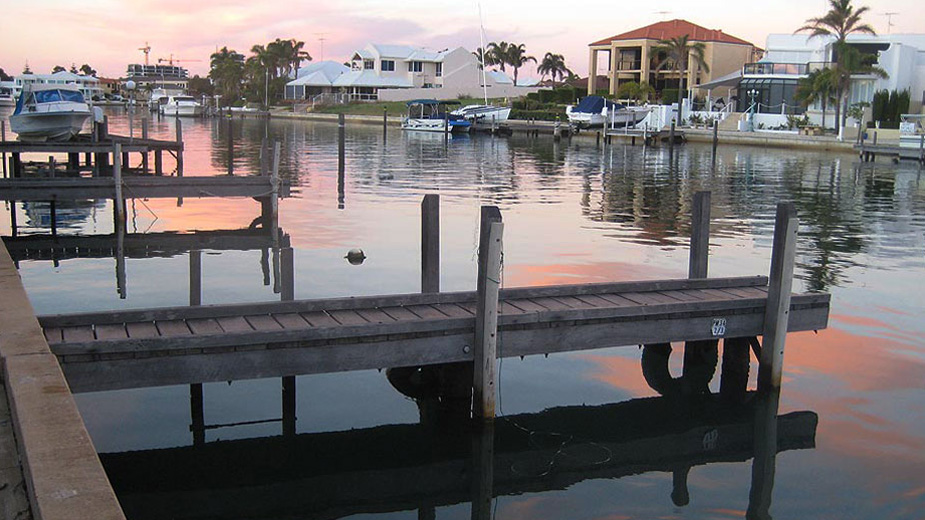 Mandurah self contained holiday house with jetty, BYO boat!